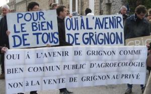 (panneaux de la manifestation du 16 janvier)